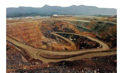 哥伦比亚超40万吨煤炭将运抵乌克兰
